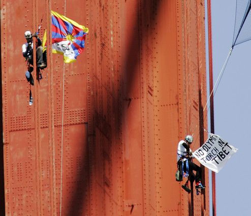 goldengate_tibetprotests.jpg